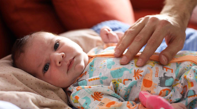 Cum să te joci cu bebelușul de 0-2 luni?